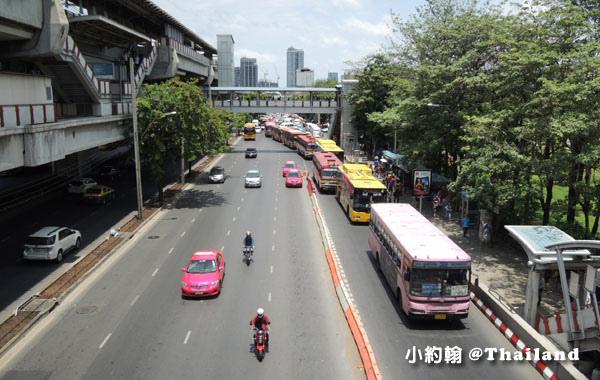 BTS捷運Mo Chit蒙奇站bus公車站牌