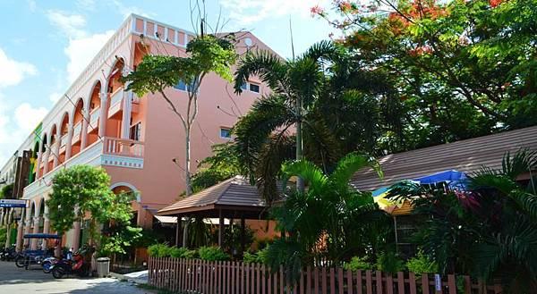 La paillote Guesthouse Rayong.jpg
