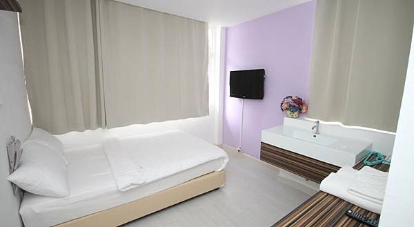Nantra Ekamai Hotel room2.jpg