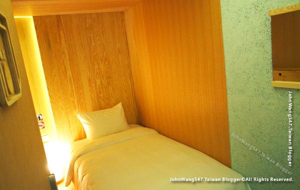 Boxtel Sleeping Box hotel@Suvarnabhumi Airport.jpg