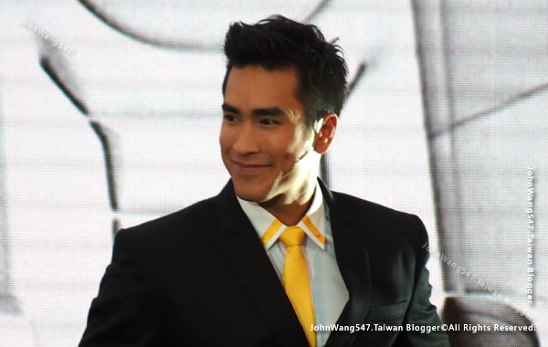 Barry Nadech central world2.jpg