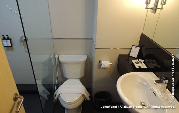 Thee Bangkok Sukhumvit 20 Hotel shower.jpg