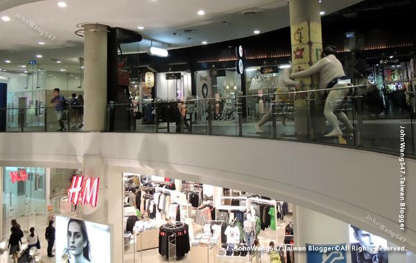 Terminal21 Asok shopping H&M.jpg