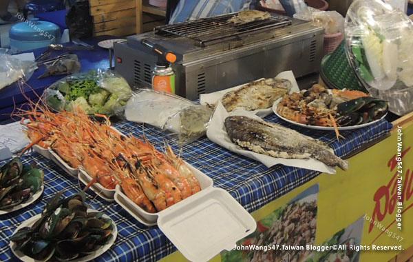 Talad Neon Pratunam Night Market seafood2.jpg