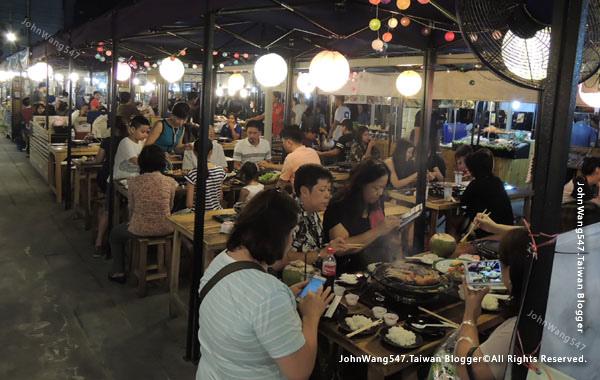 Talad Neon Pratunam Night Market15.jpg