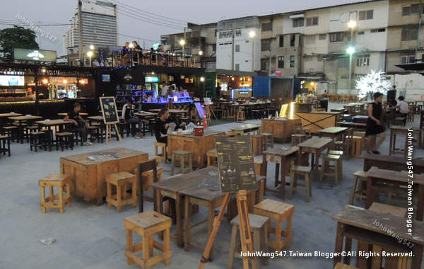 Talad Neon Pratunam Night Market bar.jpg