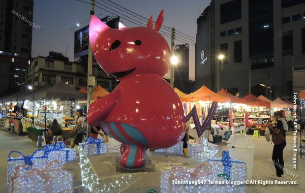 Talad Neon Pratunam Night Market10.jpg