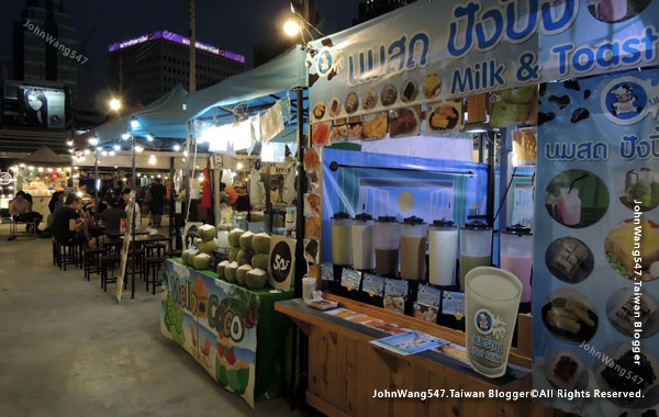 Talad Neon Pratunam Night Market7.jpg
