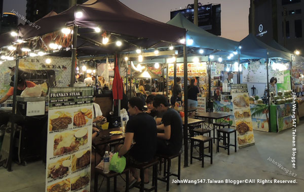 Talad Neon Pratunam Night Market6.jpg