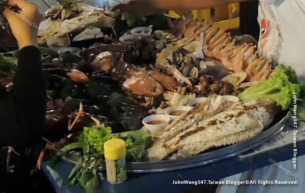 Talad Neon Pratunam Night Market seafood.jpg