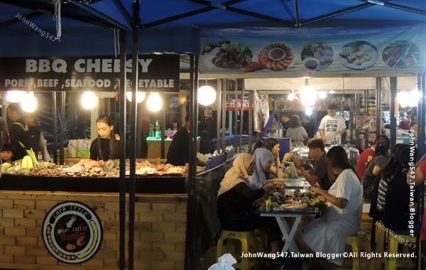 Talad Neon Pratunam Night Market5.jpg