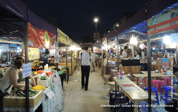 Talad Neon Pratunam Night Market3.jpg