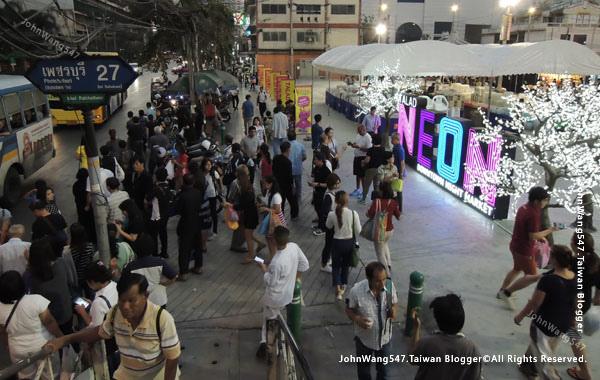 Talad Neon Pratunam Night Market2.jpg