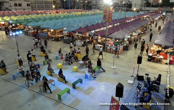 Talad Neon Pratunam Night Market.jpg
