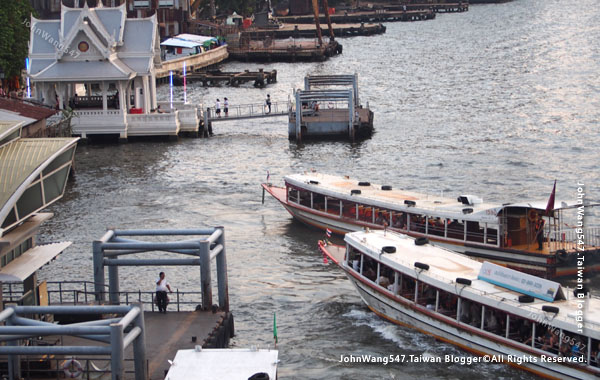 Chao Phraya River Asiatique ferry Sathorn pier3.jpg
