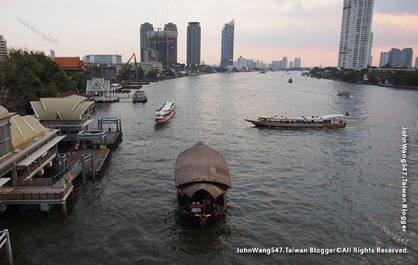 Chao Phraya River Express Boat昭披耶河快船.jpg