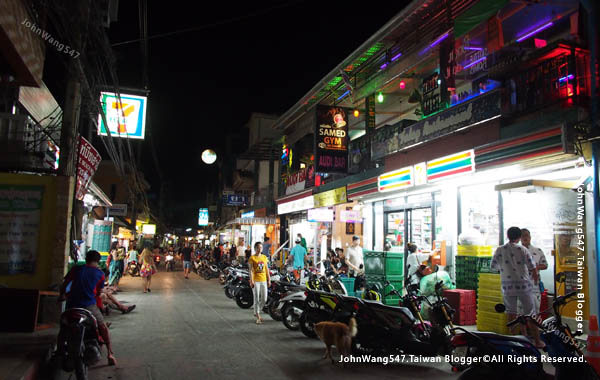 Sai Kaew Beach koh samet Night 7-11.jpg