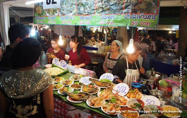 Rayong Banphe night market seafood1.jpg