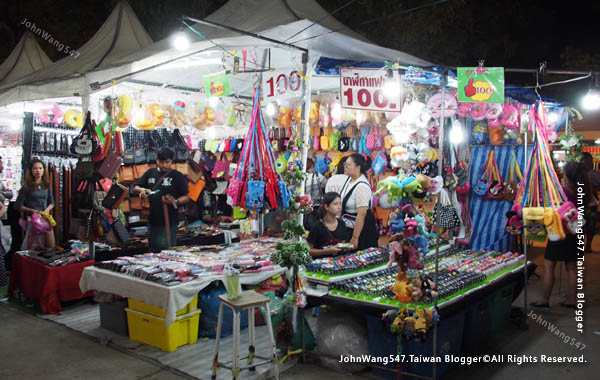 Rayong Banphe night market5.jpg