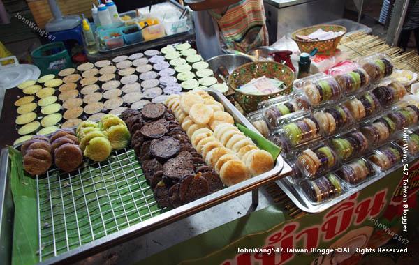 Rayong Banphe night market thai desert.jpg