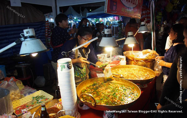 Rayong Banphe night market8.jpg