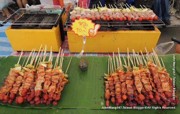 Rayong Banphe night market BBQ.jpg