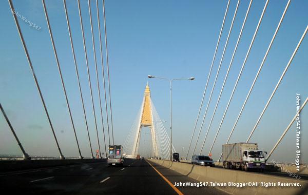 Kanchanaphisek Bridge Chao Phraya river Samut Prakan2.jpg