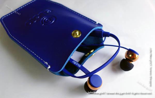 瑞典Sudio Vasa Bla藍芽耳道式耳機開箱皮套.jpg