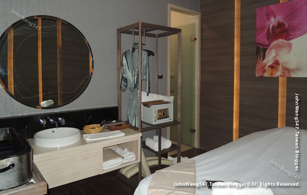 Let's Relax Berkeley Hotel Pratunam SPA ROOM.jpg