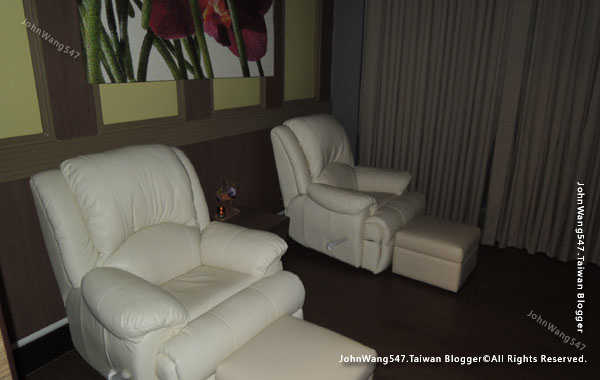 Let's Relax Berkeley Hotel Pratunam FOOT MASSAGE.jpg