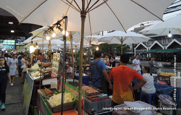 Central Kad Suan Kaew Chiang Mai Night market.jpg