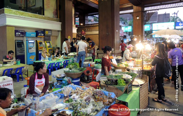 Central Kad Suan Kaew Chiang Mai Night market2.jpg