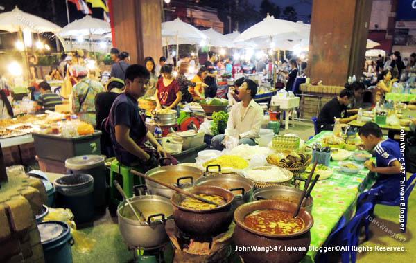 Central Kad Suan Kaew Chiang Mai Night market3.jpg