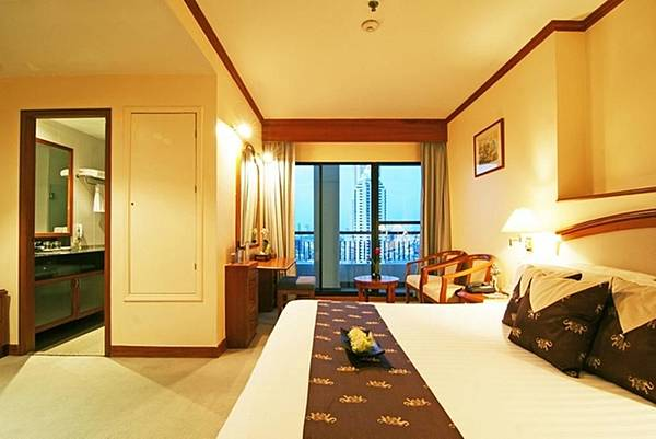 Grand Diamond Suites Hotel room