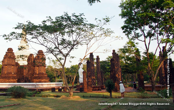 Ancient City-The Main Chedi of Wat Maha That, Sukhothai.jpg