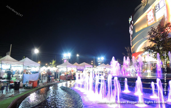 Central Festival Chiang Mai Night Market.jpg