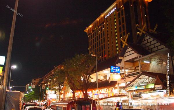 Chiang Mai Night Bazaar-Le Meridien.jpg