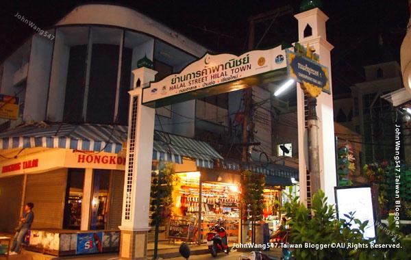 Chiang Mai Night Bazaar-Halal Street Hilal Town.jpg
