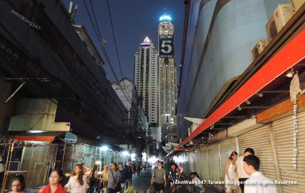 baiyoke sky hotel buffet  Bangkok night view.jpg