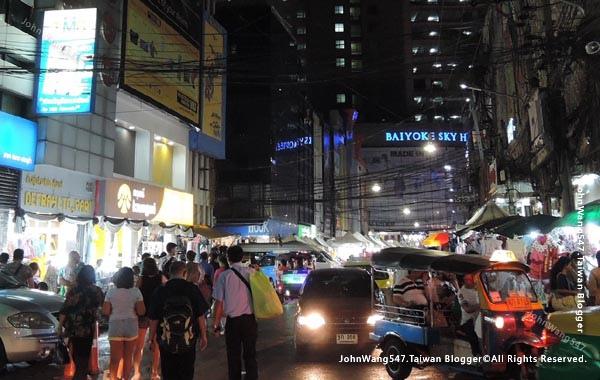 baiyoke sky hotel buffet  Bangkok night view1.jpg