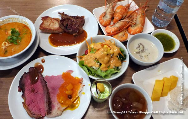 baiyoke sky hotel buffet  Bangkok night view4.jpg