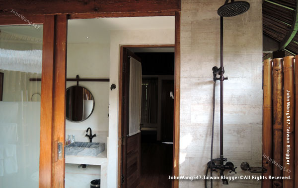 U Pattaya Hotel Garden Villa room shower.jpg