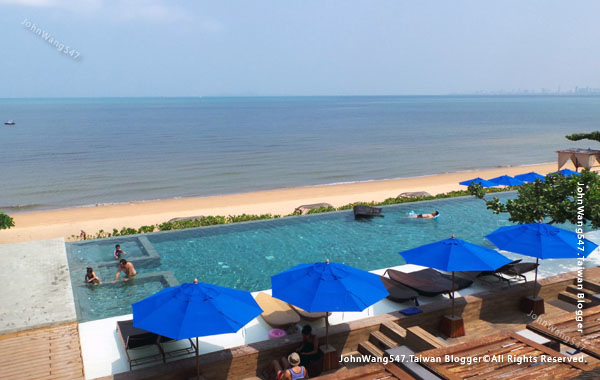 U Pattaya Hotel beach pool.jpg