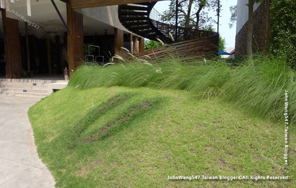 U Pattaya Beach Hotel Resort grass