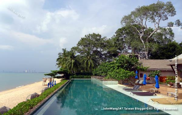 U Pattaya Hotel beach pool.jpg