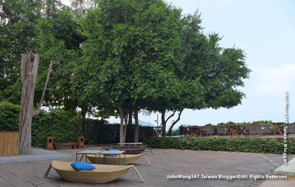 U Pattaya Hotel beach seats.jpg
