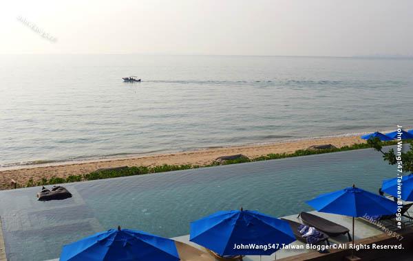 U Pattaya Hotel beach pool seaview.jpg