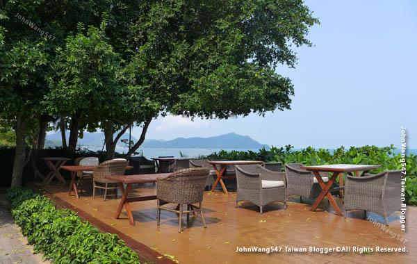 U Pattaya Hotel beach seats2.jpg