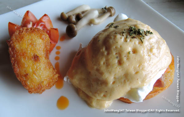 U Pattaya Hotel breakfast Egg Benedict班尼迪克蛋.jpg