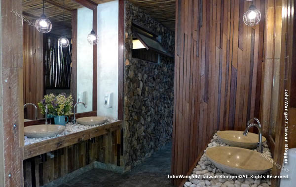U Pattaya Hotel breakfast restroom.jpg